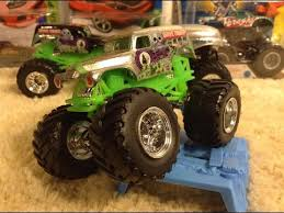 wheels monster jam grave digger truck 2016 wheels monster jam chrome grave digger 1 64 review youtube