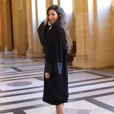 comment faire une robe de chambre faut il porter une la robe pour faire la cour le cas de la