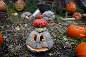 Affordable Outdoor Halloween Decorations by Outside Halloween Decorations Ideas Image Of Loversiq
