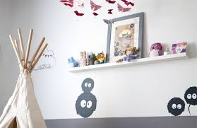 étagères chambre bébé décoration chambre fille stickers noiraudes totoro tipi