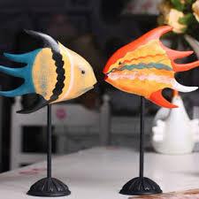 baise au bureau journal nordique sculpture bois baiser poissons les