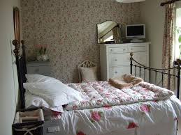 Vintage Bedrooms Pinterest by Tiny Cottage On Orchard Lane Boudoir Love Pinterest Bedrooms