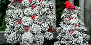 easy winter pinecone crafts decor made with pinecones