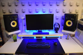 Studio Monitor Desk Stands by 334 Minimalist Bedroom Studio Desk Guide Pro Music Producers