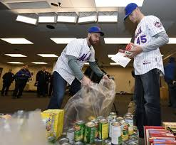 mets pitchers deliver thanksgiving for needy new yorkers ny