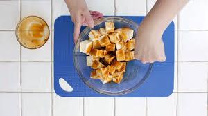 cuisiner le tofu ferme comment cuire et donner du goût au tofu fondation olo