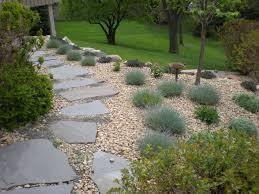 Ideen Mit Steinen Gartenpflanzen Beet Terrassen Gartengestaltung Am Hang Garten