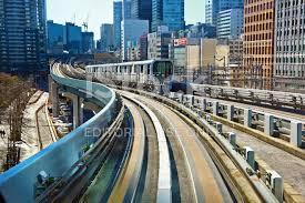 imagenes tokyo japon tren en marcha en la línea yurikamome en tokio japón fotografías de