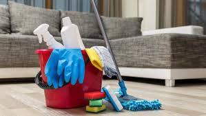 femme plus cuisine qui nettoie et cuisine à la maison la femme le plus souvent