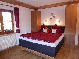Schlafzimmer Bett Mit Erbau Ferienwohnung Bolsterlang Im Haus Steiner Oberallgäu Firma