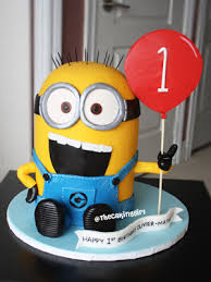 minion birthday cake ideas 3d despicable me minion birthday cake holding balloon minion