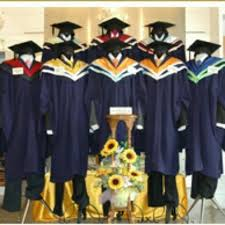 graduation apparel sp graduation gown rental everything else on carousell