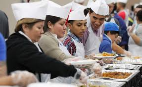 san antonio s raul jimenez thanksgiving dinner serves up thousands