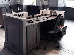 bureau bois ikea réception avec bureau en bois massif brun noir et fauteuil