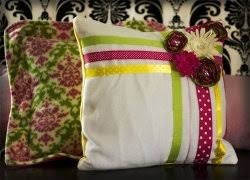 easy ribbon pillow tutorial allfreesewing com