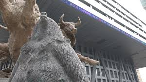 a bear and bull statue symbolize economic slowdown and growth in