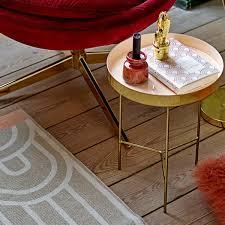 plateau de canapé guéridon bout de canapé en aluminium plateau laqué bloomingville