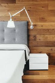 appliques chambre à coucher decoration chambre coucher lambris mural bois applique liseuse