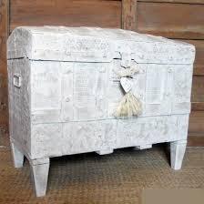 muebles decapados en blanco baúl antiguo decapado en blanco tienda de decoración y