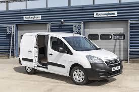 peugeot vans peugeot partner electric 67ps l2 552 se van auto road test parkers
