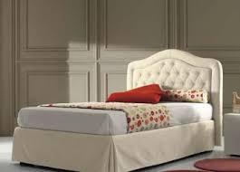 chambre a coucher chez but lit une place chambre gris et maison de famille décoration