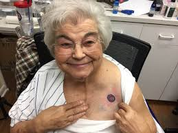 82 year old cubs fan gets team tattoo with daughter and grandson