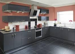 sol stratifié pour cuisine cuisine facade cuisine gris anthracite et carrelage sol couleur