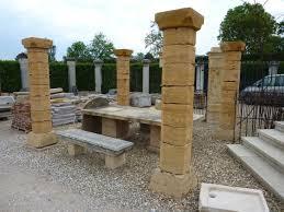 reverbere en fonte colonne en pierre pilier en pierre