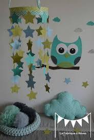 chambre bebe vert anis mobile étoiles turquoise vert anis bleu ciel décoration chambre
