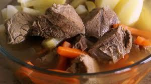 cuisiner un pot au feu pot au feu recette du pot au feu de boeuf les préparatifs