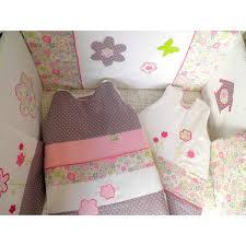 toile chambre bébé fille thème chambre bébé fille liberty fleurs et pois prune vert