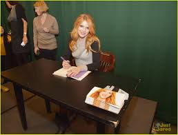 Barnes And Noble Book Signings Nyc Bella Thorne Brings Pup Kingston Along To Her U0027autumn Falls U0027 Book