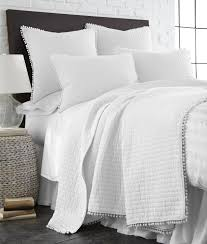 amazon com pom pom white twin quilt home u0026 kitchen