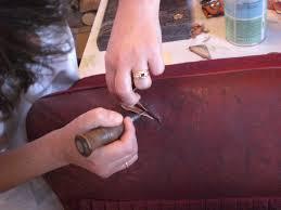 réparation canapé cuir déchiré rénover un cuir droit et