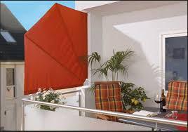 sichtschutz balkon holz sichtschutz balkon fächer und mit dekoration pflanzen