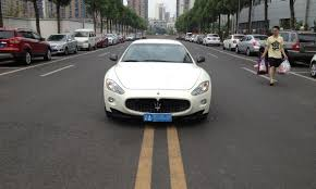 maserati road pretty chinese rich parks maserati in middle of street