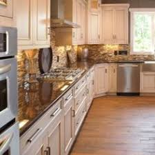 Kitchen Cabinets With Knobs What Countertop Color Looks Best With White Cabinets White