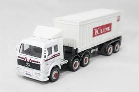 Welly 1 60 Die Cast Mercedes Benz Container Truck White