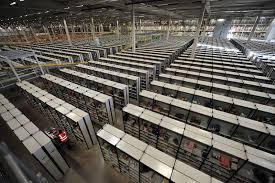amazon dimana d lounge di balik gudang penyimpanan amazon chaotic storage