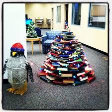 manchester university u0027s christmas book tree at funderburg library