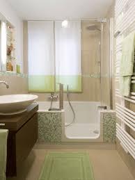moderne badezimmer mit dusche und badewanne kleine bäder gestalten tipps tricks für s kleine bad bauen de
