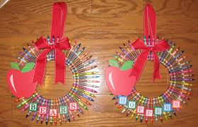 12 cool ways to make a crayon wreath guide patterns