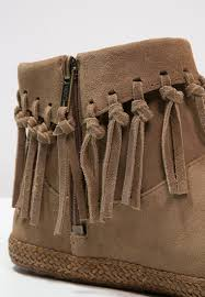 ugg boots sale ugg bailey button size 2 ugg shenendoah ankle boots