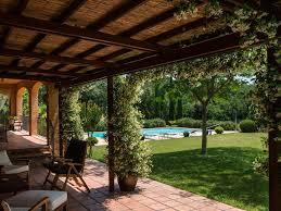 decoration arabe maison maison située en pleine nature piscine en plein soleil