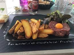 secrets de cuisine salade de gésier tartare de bœuf et île flottante picture of