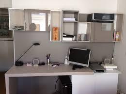 bureau dans chambre amenagement poste bureau dans une chambre d ami moderne bureau à