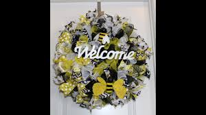 Halloween Picks For Wreaths by How To Make A Curly Deco Mesh Bee Welcome Wreath Perfect For