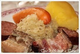 recettes cuisine alsacienne traditionnelle choucroute alsacienne traditionnelle tout le monde à table