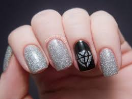 easy new years eve nail art black silver sparkly party nails
