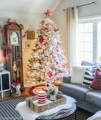 home alone christmas decorations red u0026 white christmas living room christmas tour of homes